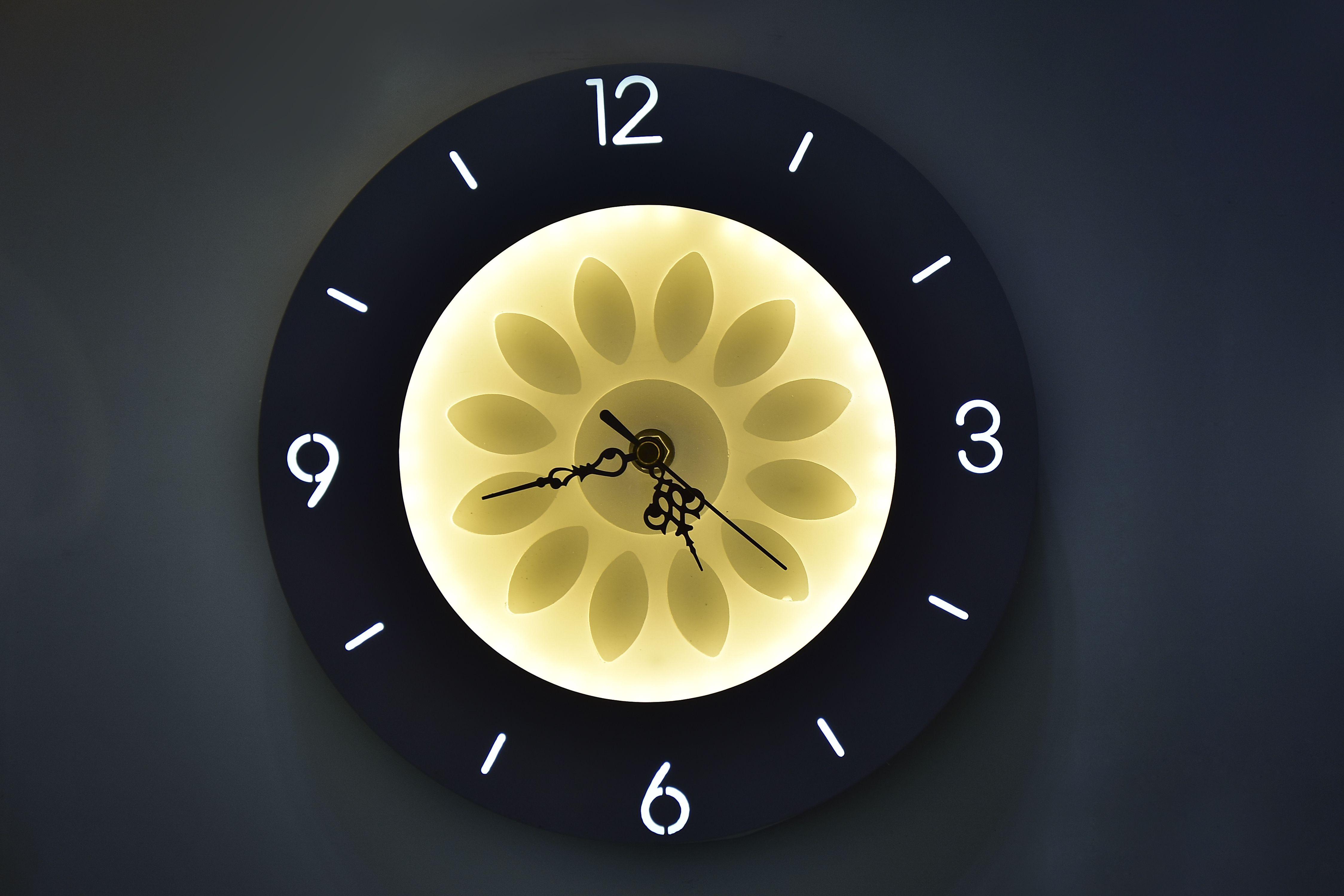 Round Clock Wall